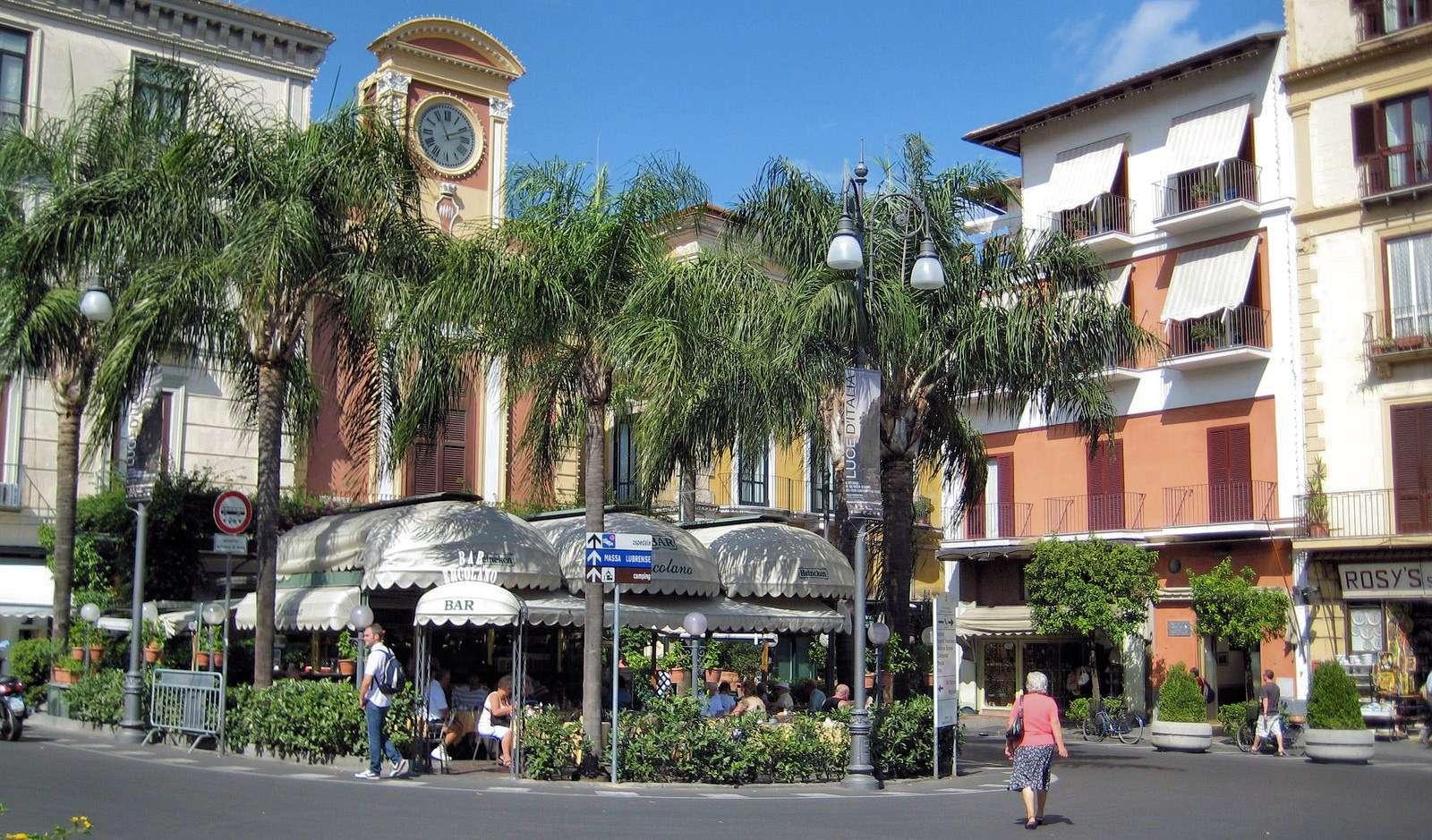 Det centrala torget Piazza Tasso