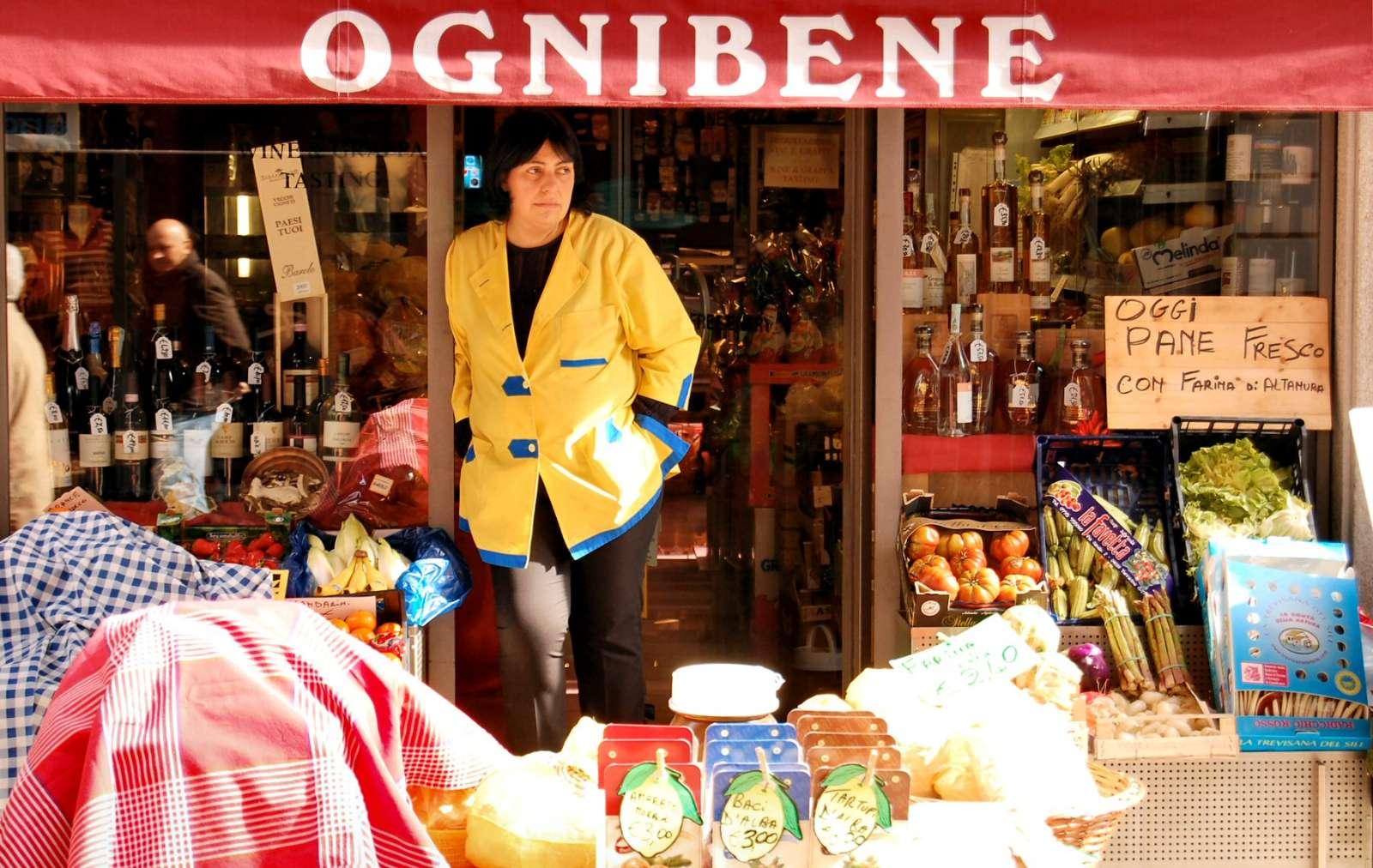 Delikatessaffär på den livliga handelsgatan Via Vittorio Emanuele (även kallas Via Maestra)