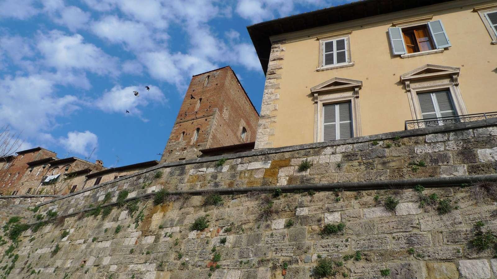 Torre di Arnolfo aus dem 12. Jahrhundert