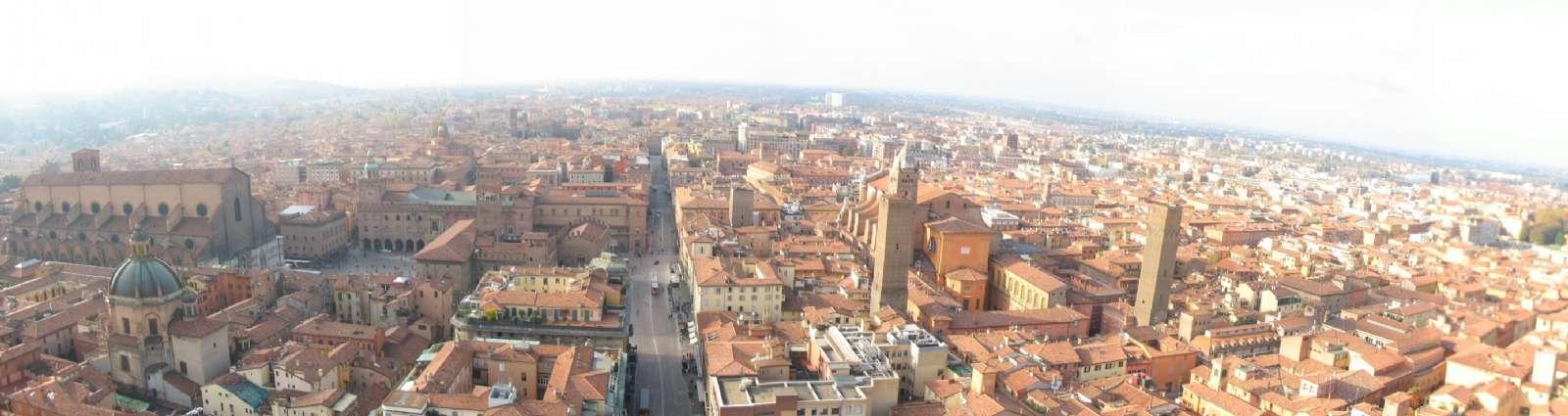 Bologna set fra oven