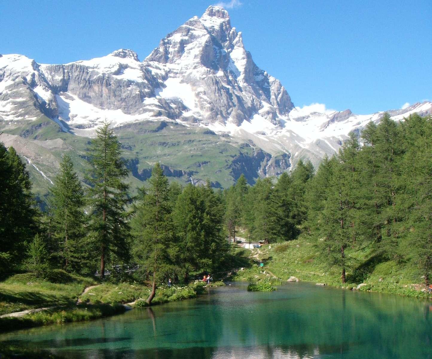Herrliche Landschaft im Sommer und im Winter