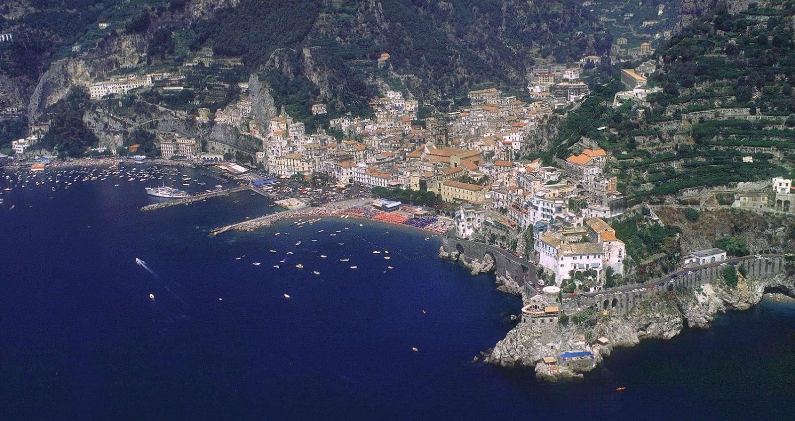 Luna Convento liegt ganz rechts auf dem Vorgebirge