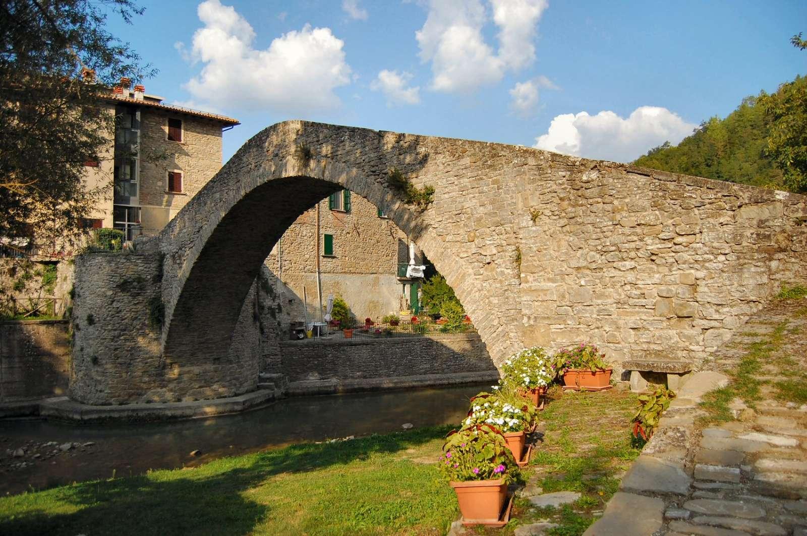 Medeltidsbron Ponte della Maestà från 1200-talet