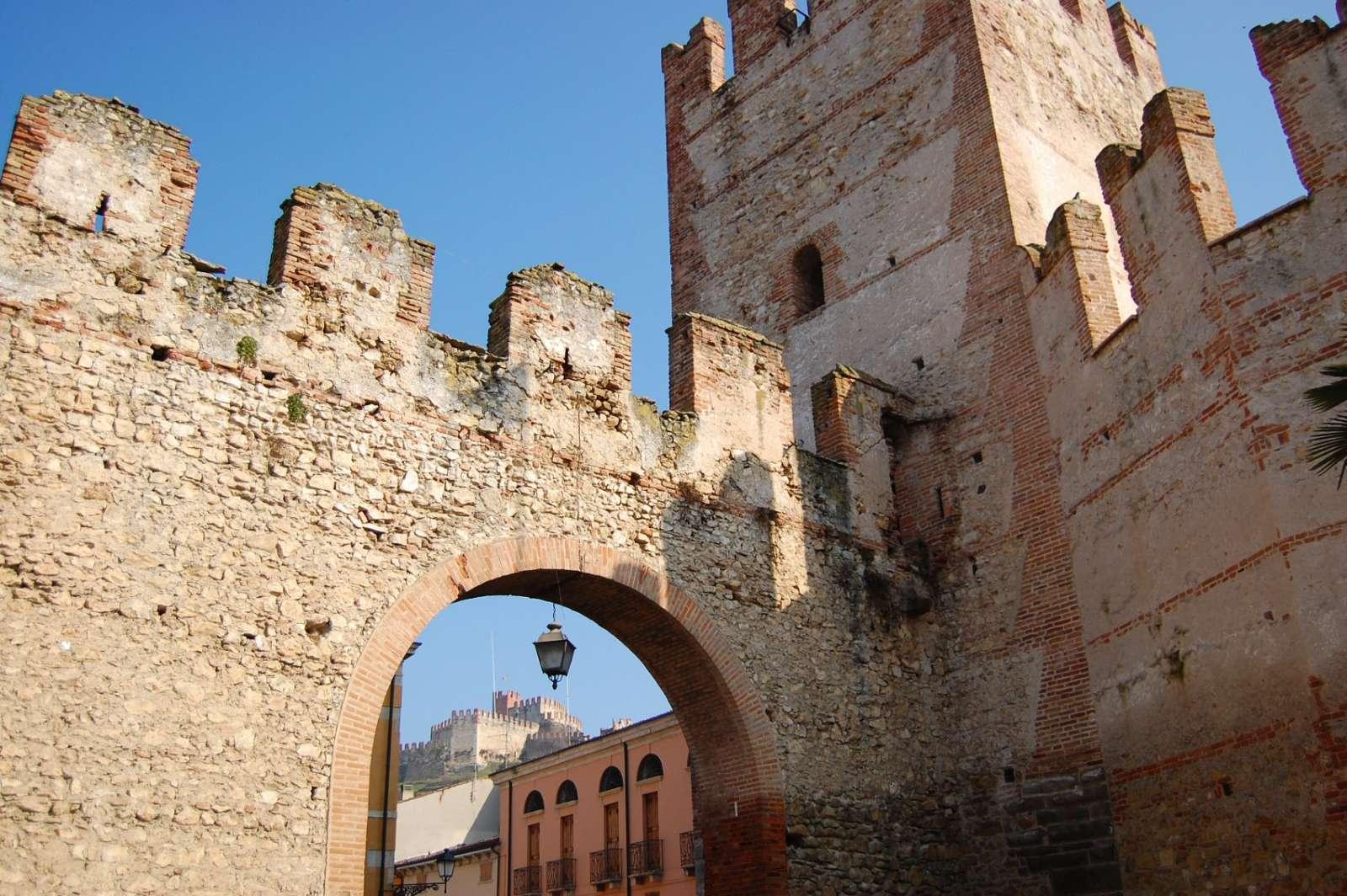 Teile der Porta Verona