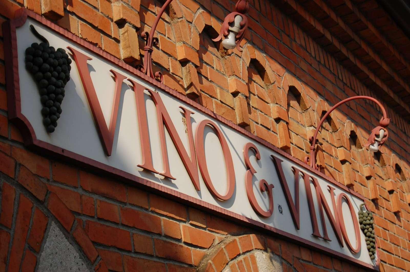 Zeichen der Weinbedeutung in der Stadt