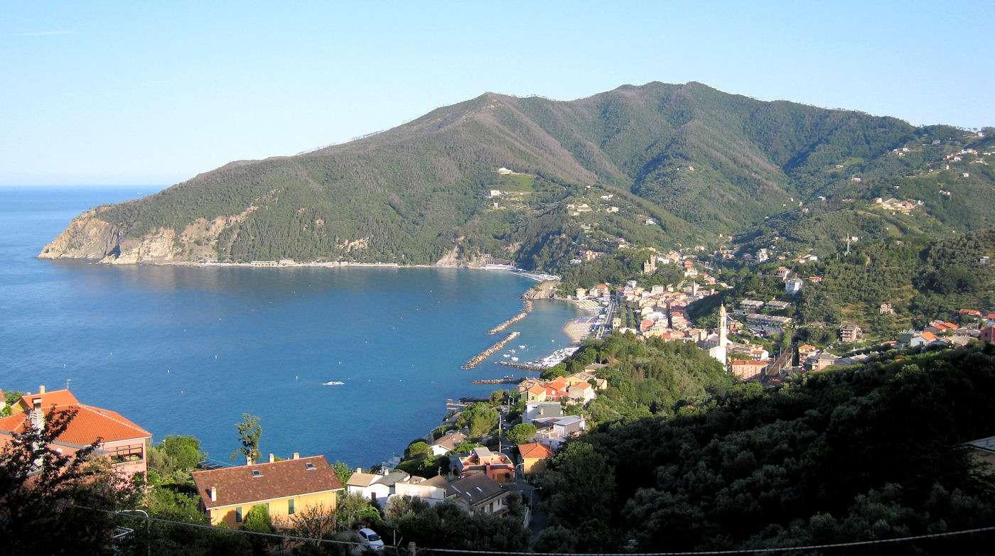 Udsigt over Moneglia oppe fra landsbyen Lemeglio