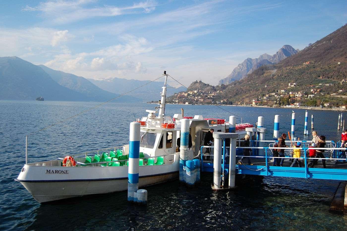 Die Bootsverbindung von Sale Marasino nach Monte Isola