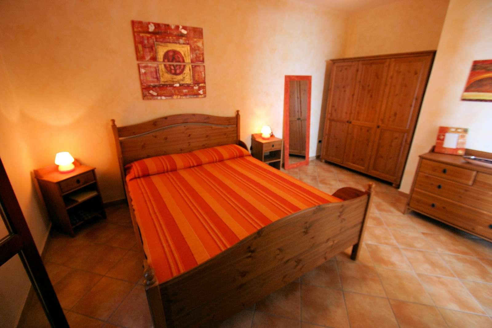 Arancio: Schlafzimmer