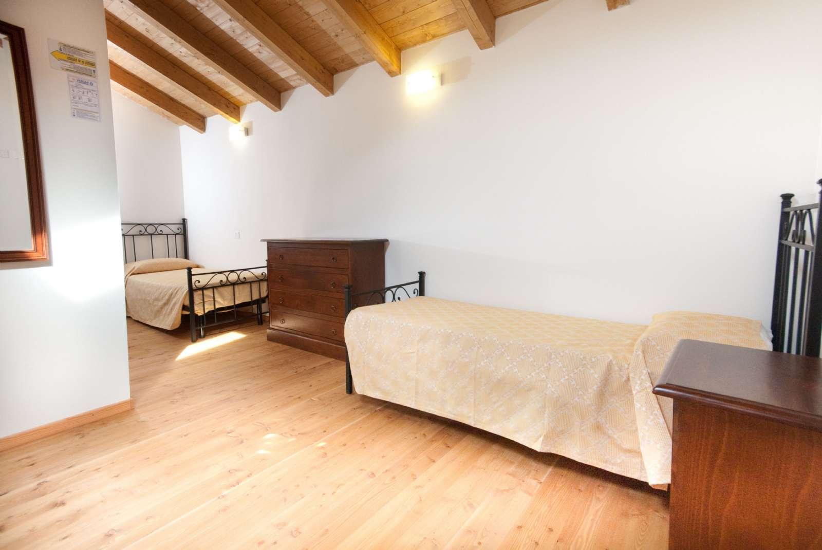 Zwei Einzelbetten im Hängeboden