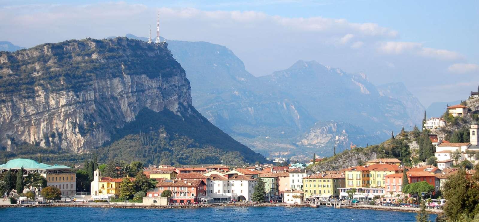Riva del Garda set fra søen