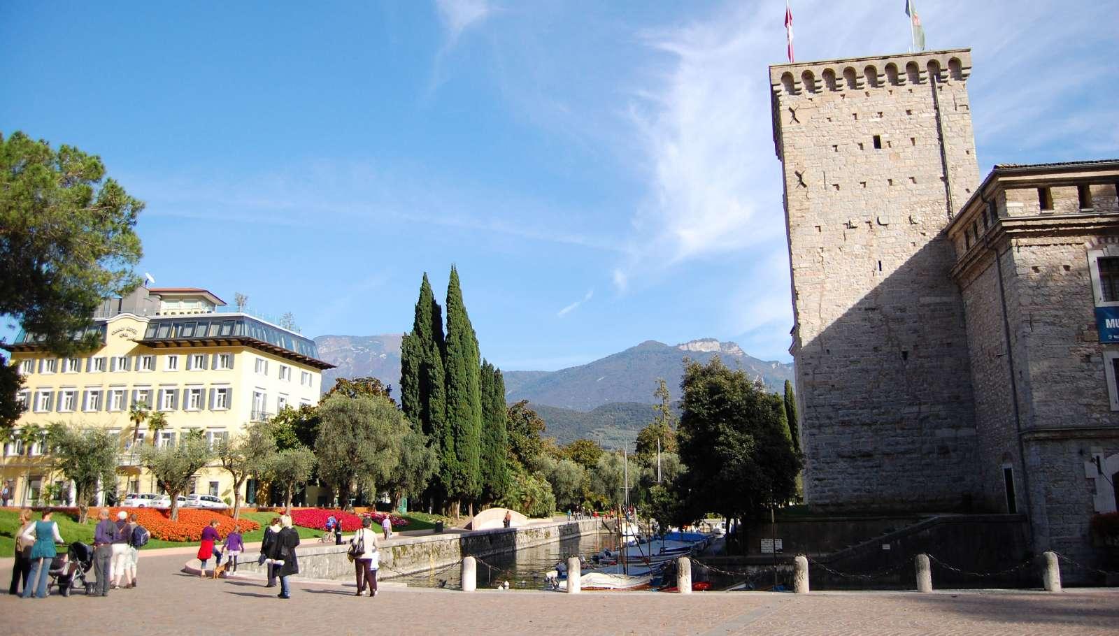 Høj sol over Riva del Garda