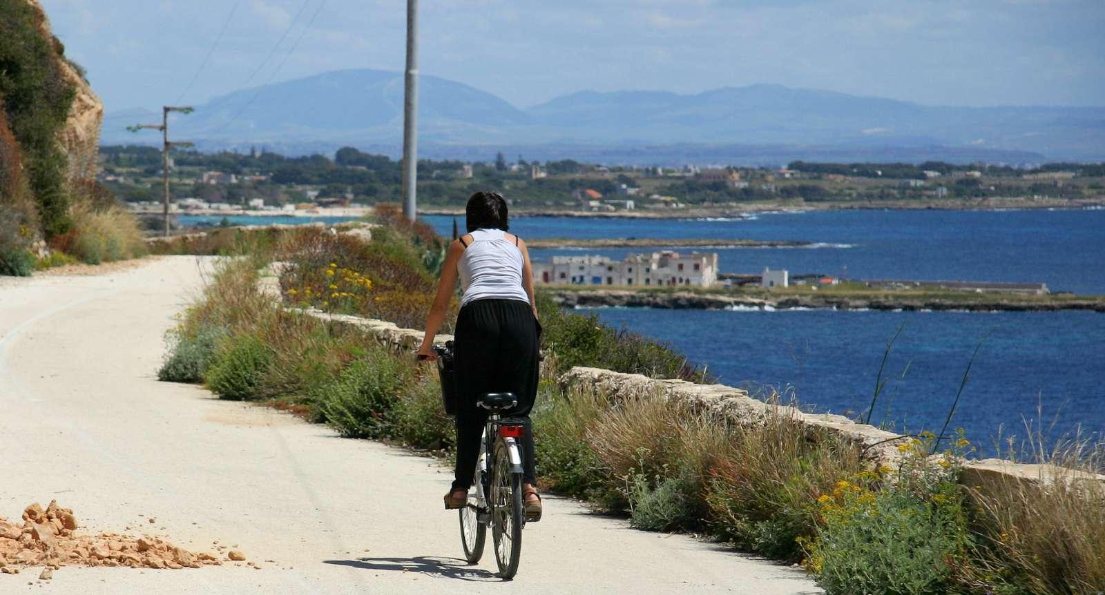 På cykel på Favignana Ø