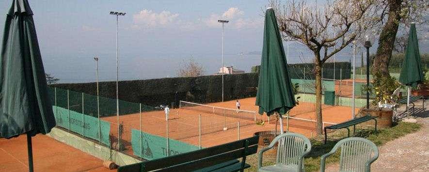Tennisbana vid Residence Arca sul Garda