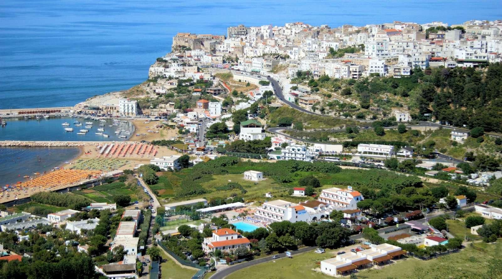 Hotel D'Amato befindet sich in der Mitte des Swimmingpool-Bereichs