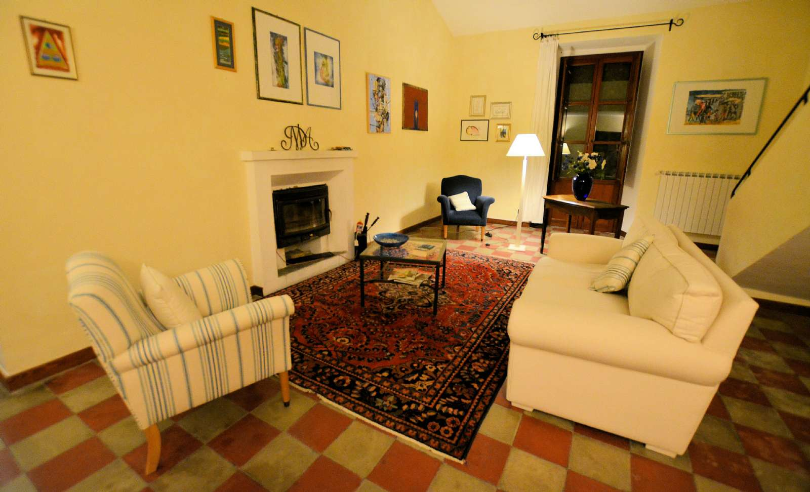 Die elegante Lounge mit Kamin