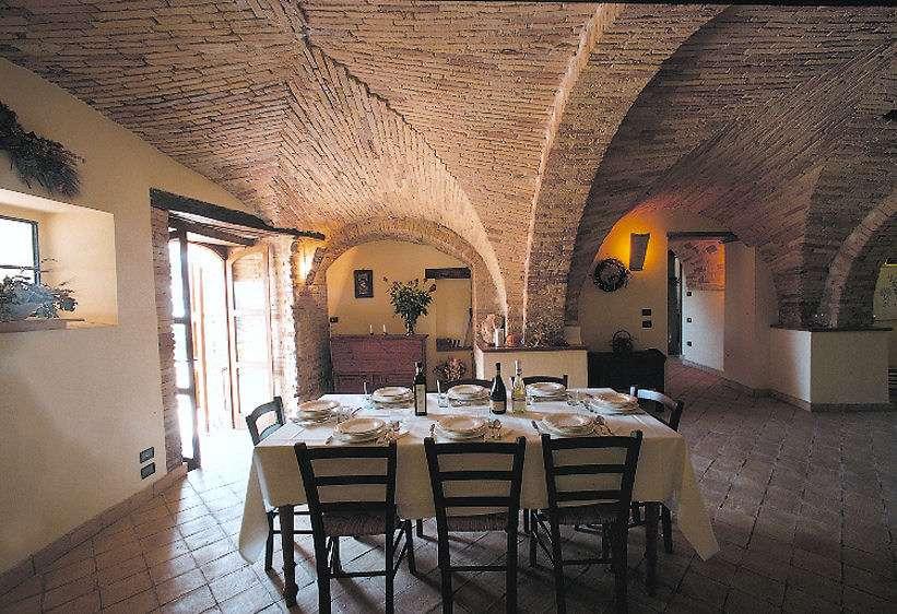 Der Speisesaal unter den gewölbten Decken