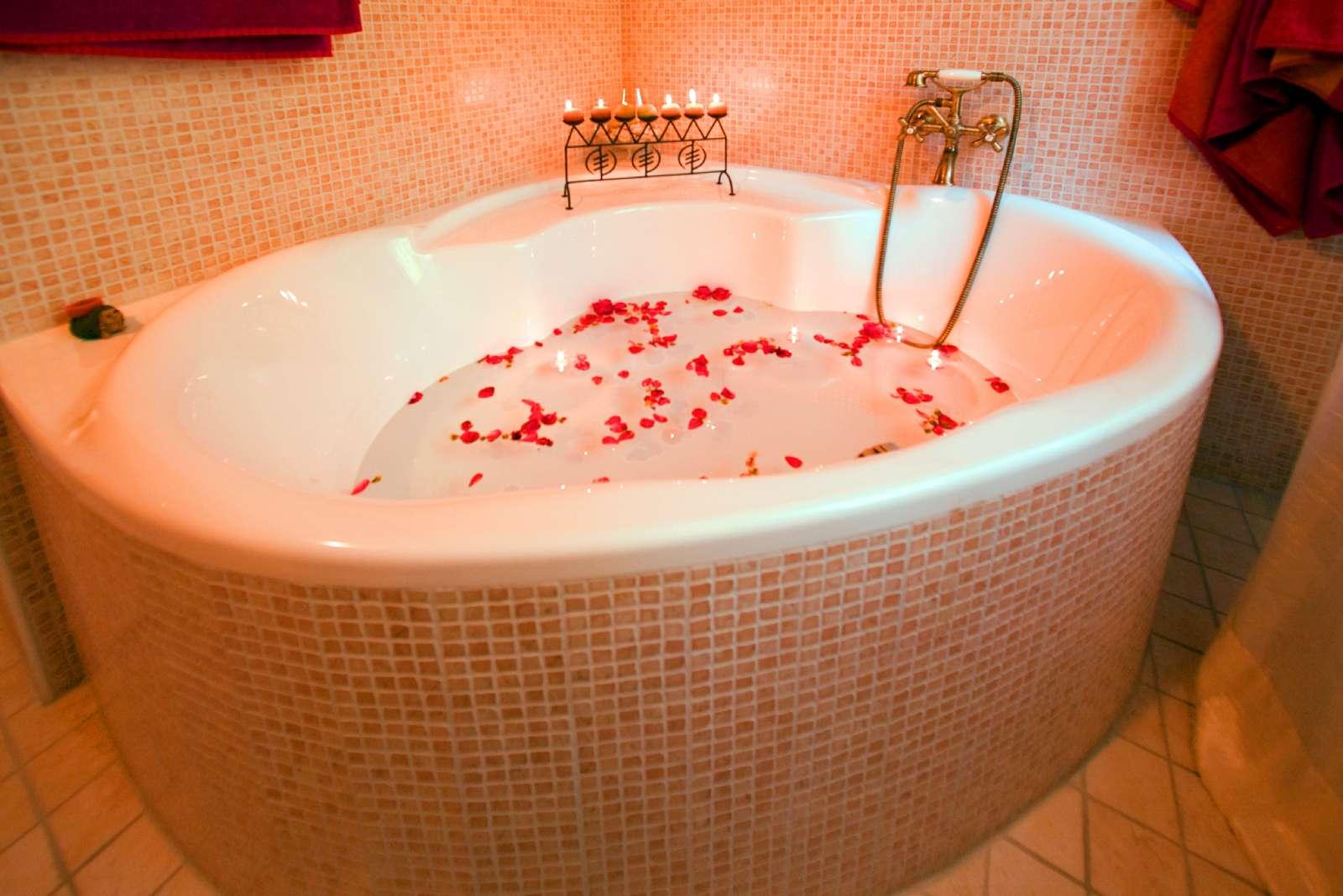 Rum Manteia med hörnbadkar