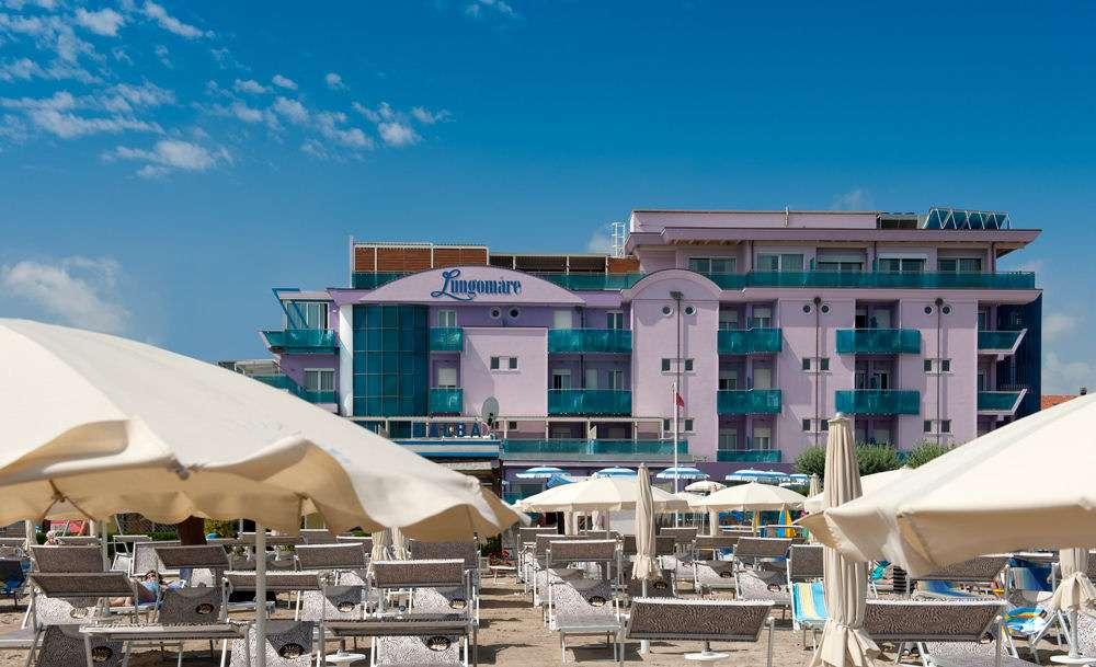 L'hôtel est situé directement sur la plage