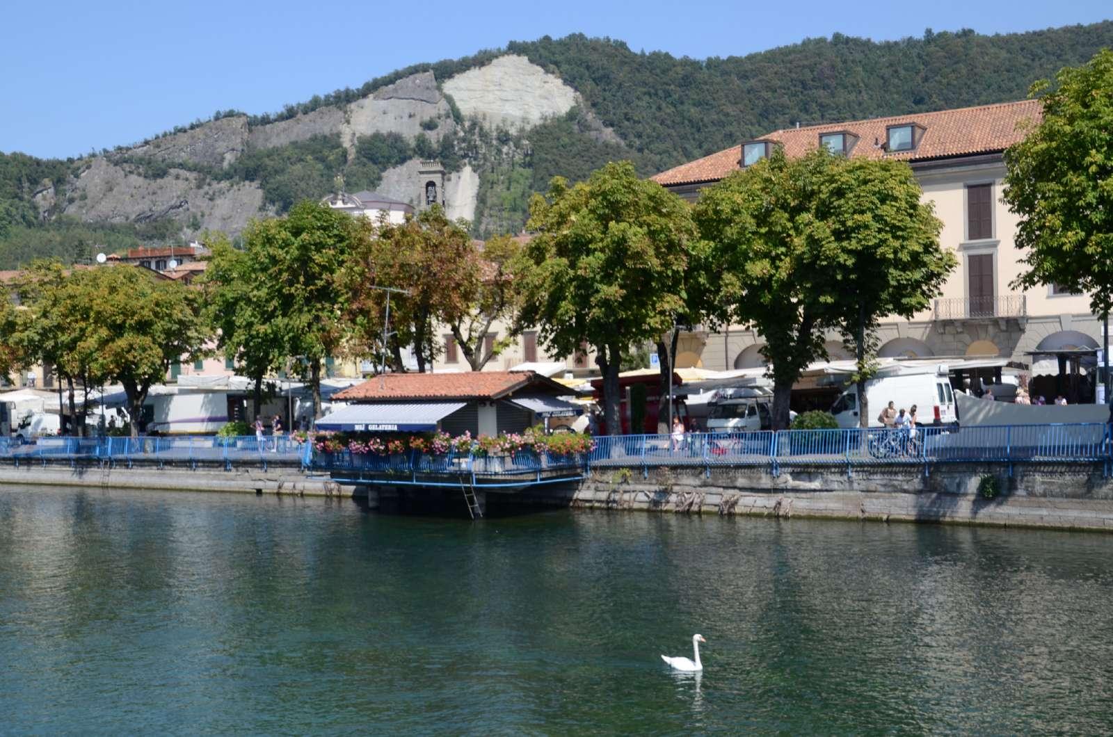 Promenade au bord du lac à Sarnico