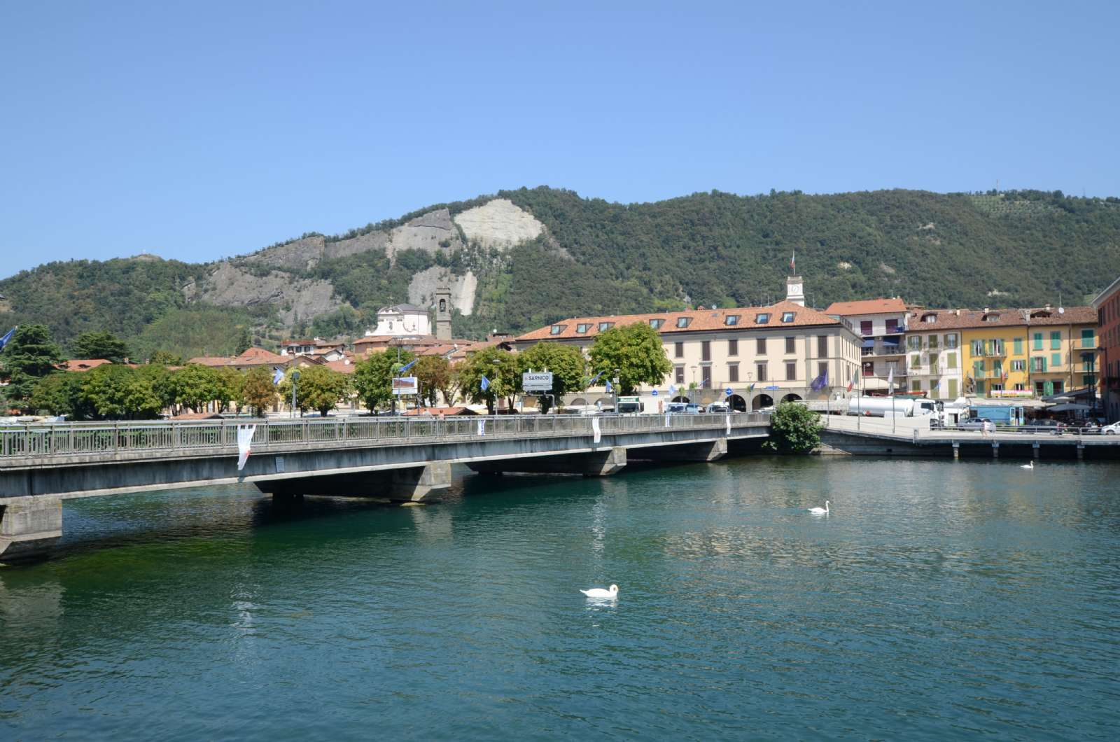 Broen som forbinder Paratico og Sarnico