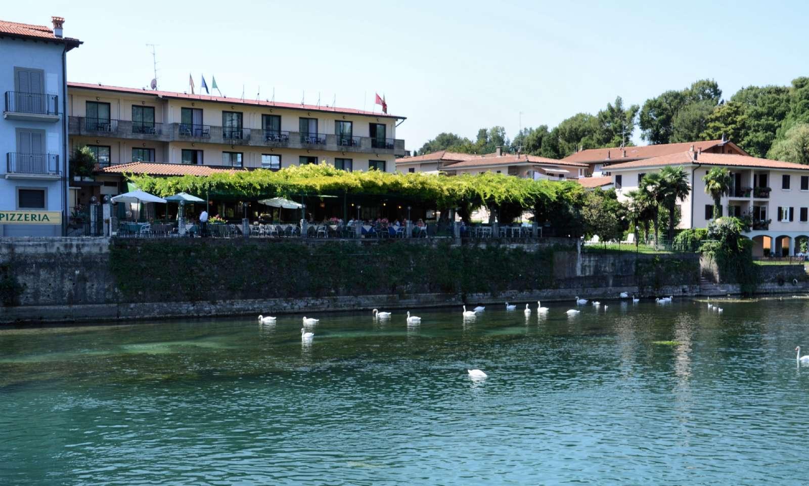 Hotellet set ovre fra Sarnico