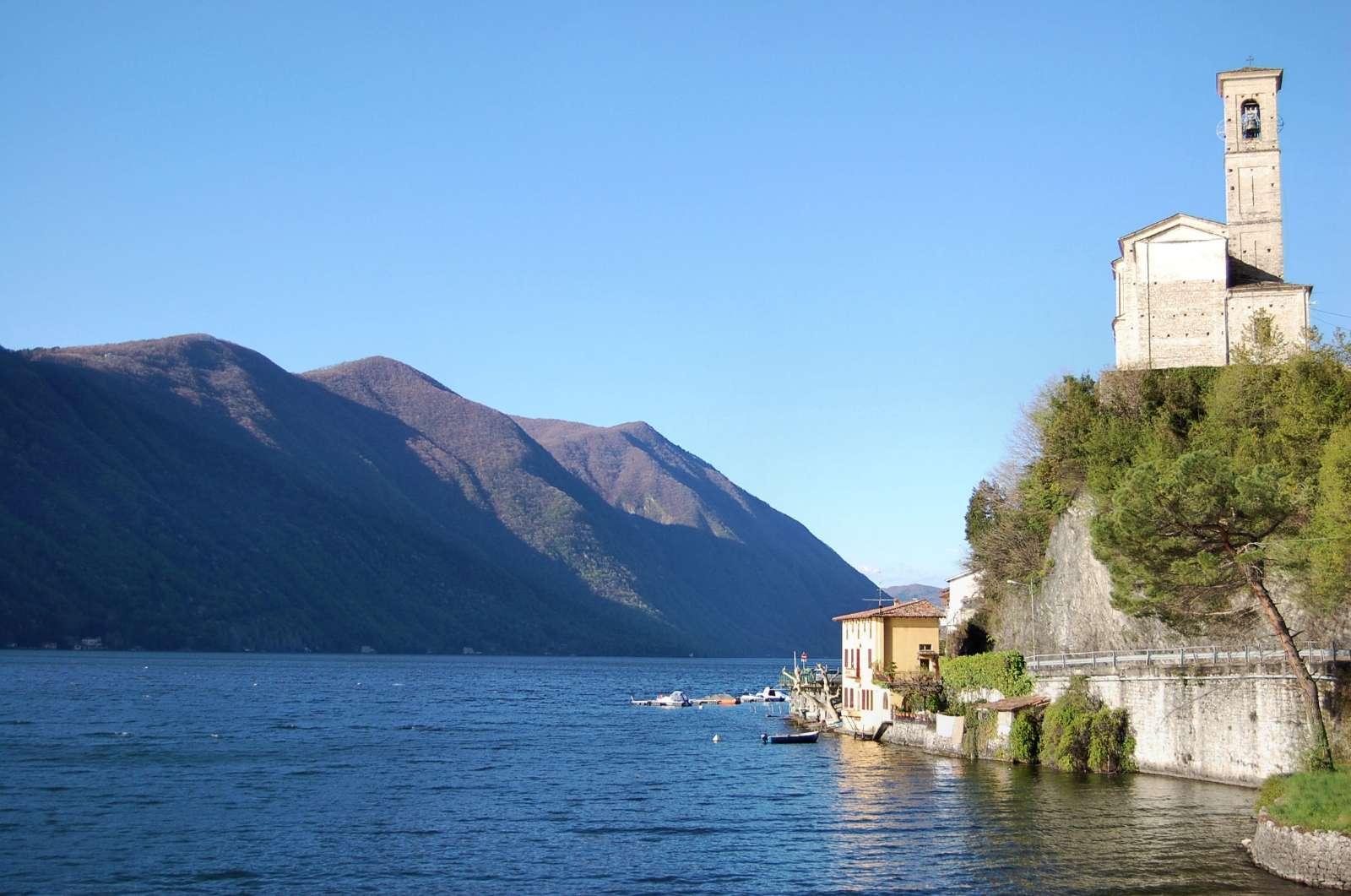 Une belle église au seuil de la frontière suisse