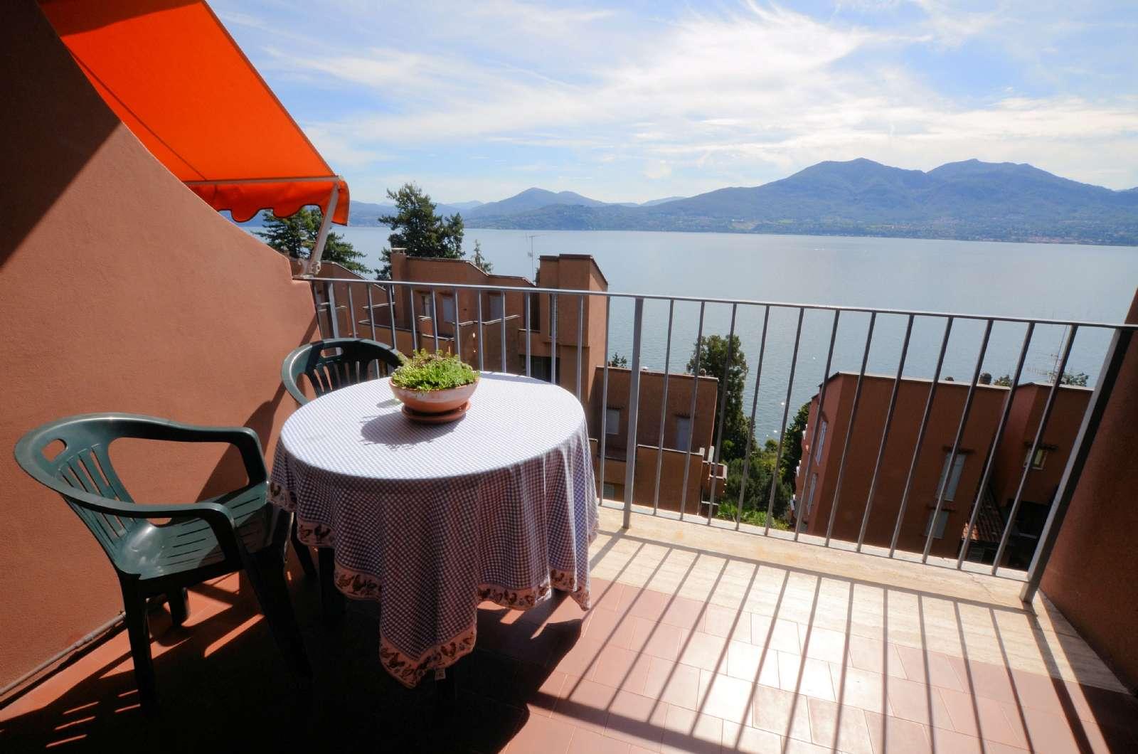 Panoramisk udsigt over Maggioresøen