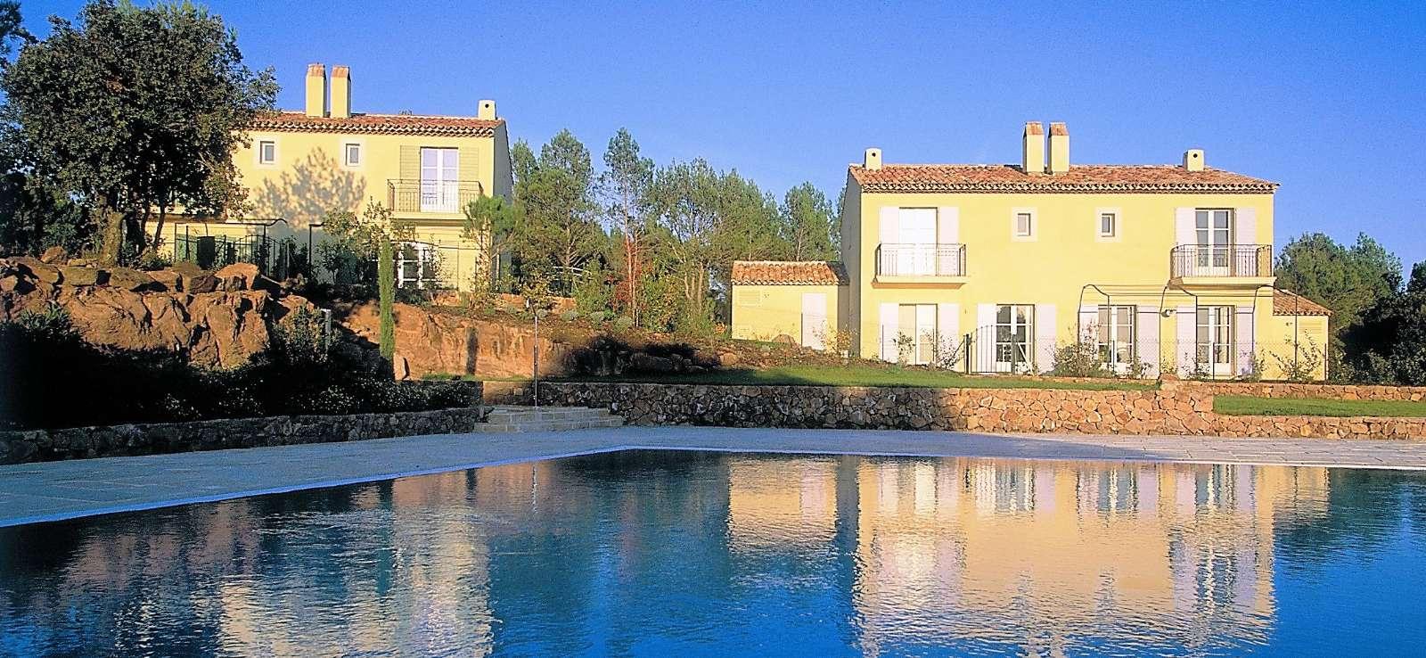 Huse med fælles pool