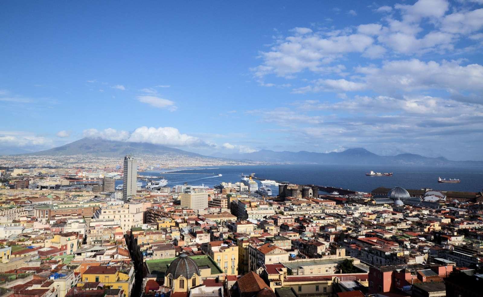 Hotellets udsigt ud over Napoli, Vesuv og Napolibugten