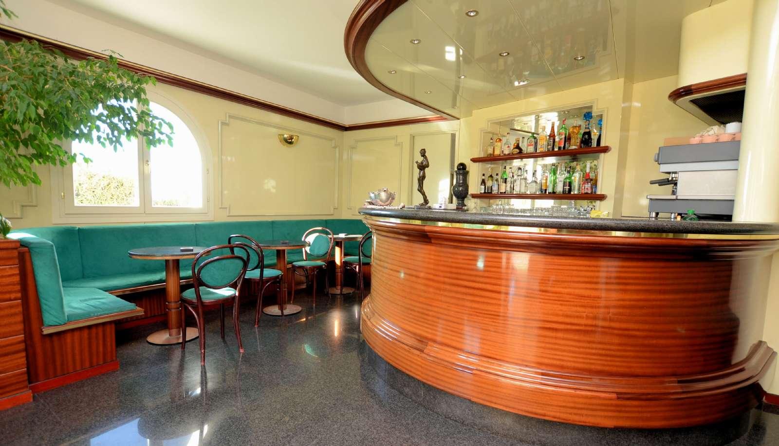 Reception med bar og siddepladser
