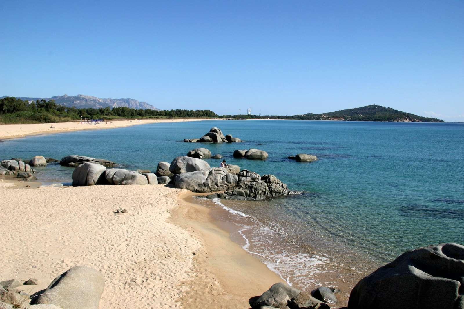 De gyllene sandstränderna vid Lido di Orrí