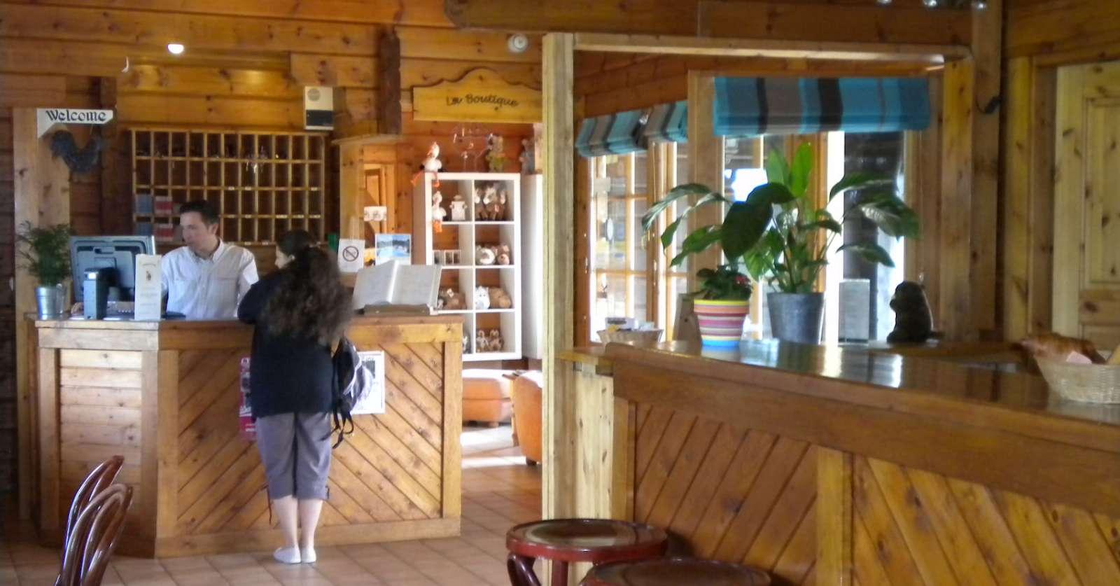 Receptionen med tilhørende café