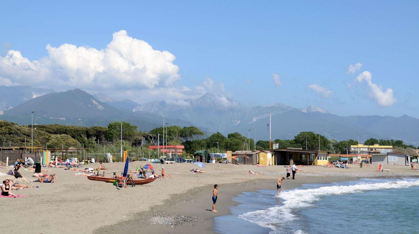 Stranden Marinella ca. 1 km från Luni Mare