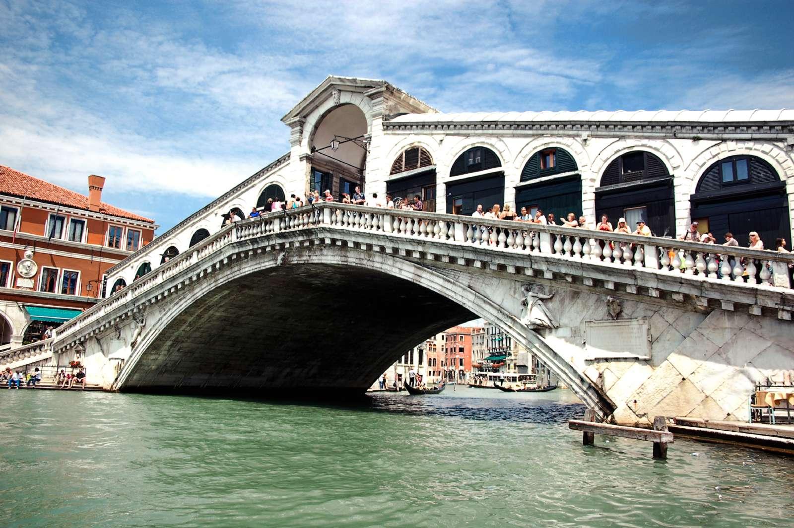 Le Pont Rialto sur le Grand Canal