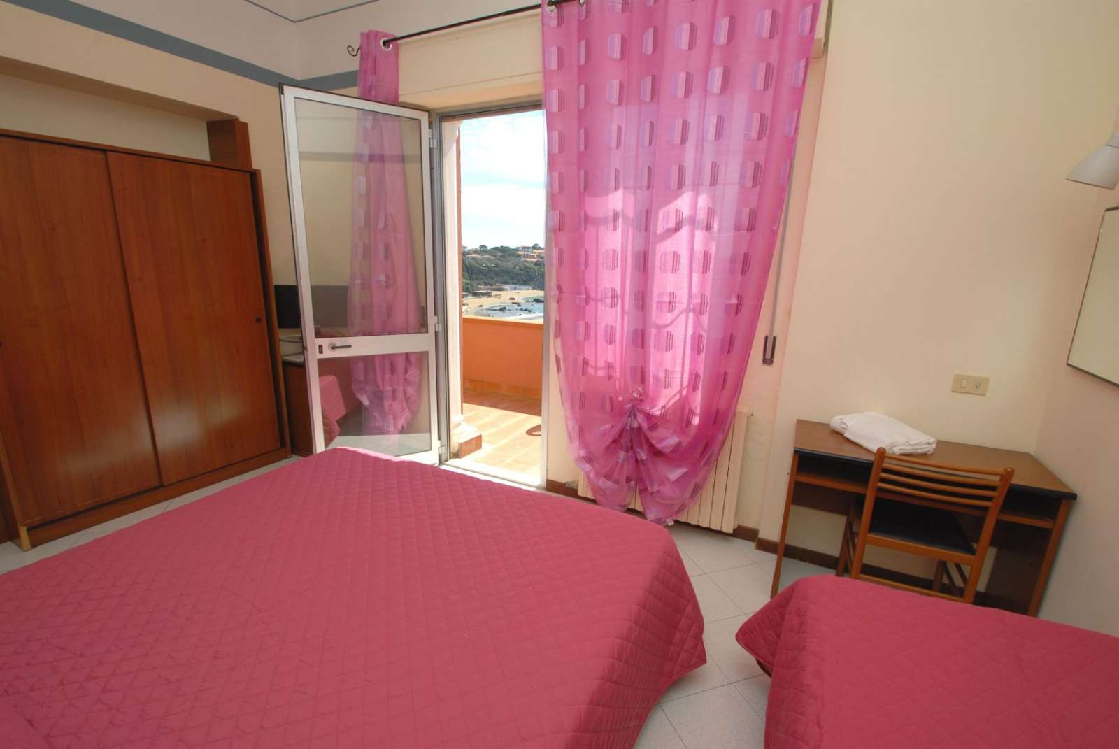 Dreibettzimmer mit Terrasse
