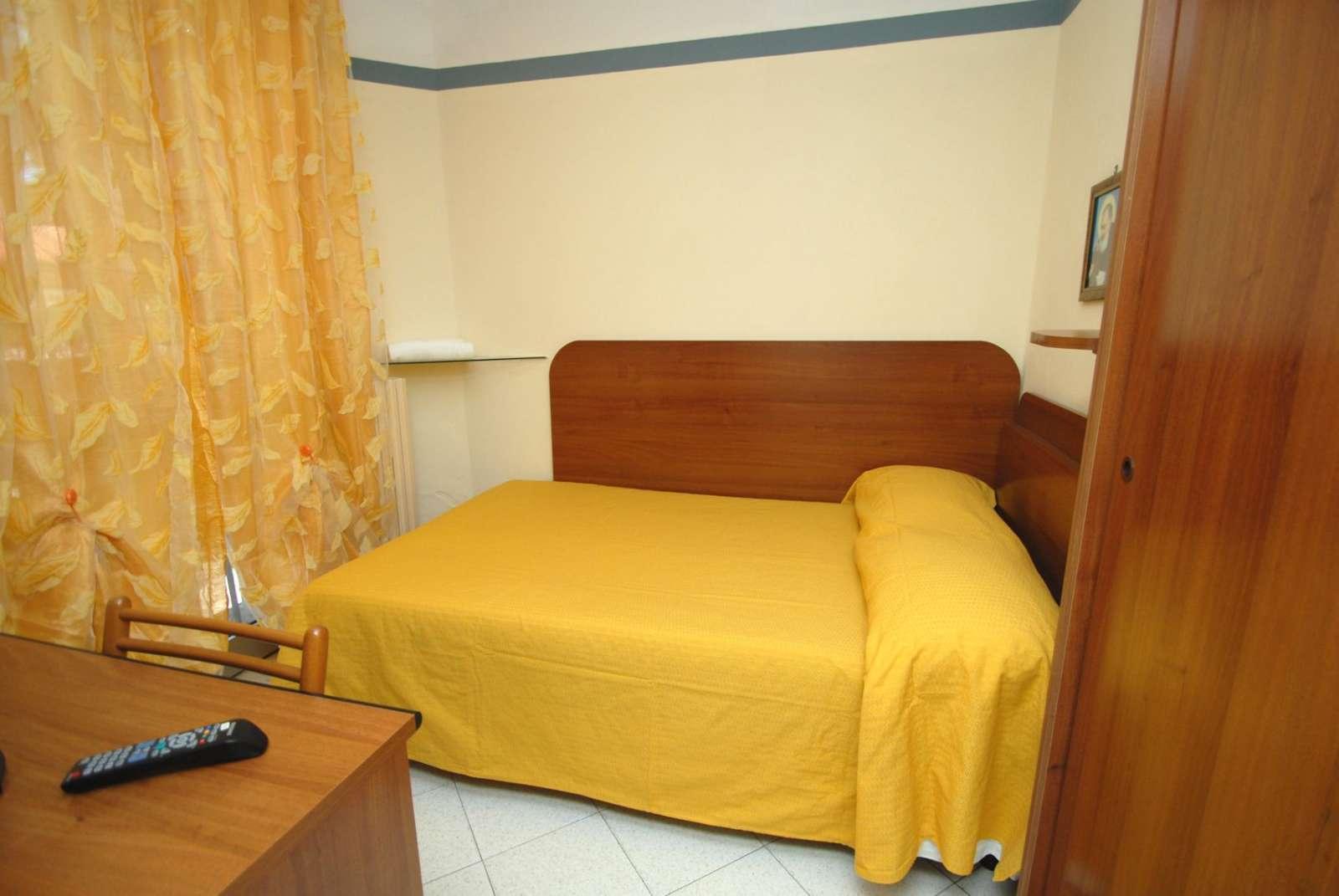 Einzelbettzimmer mit Terrasse