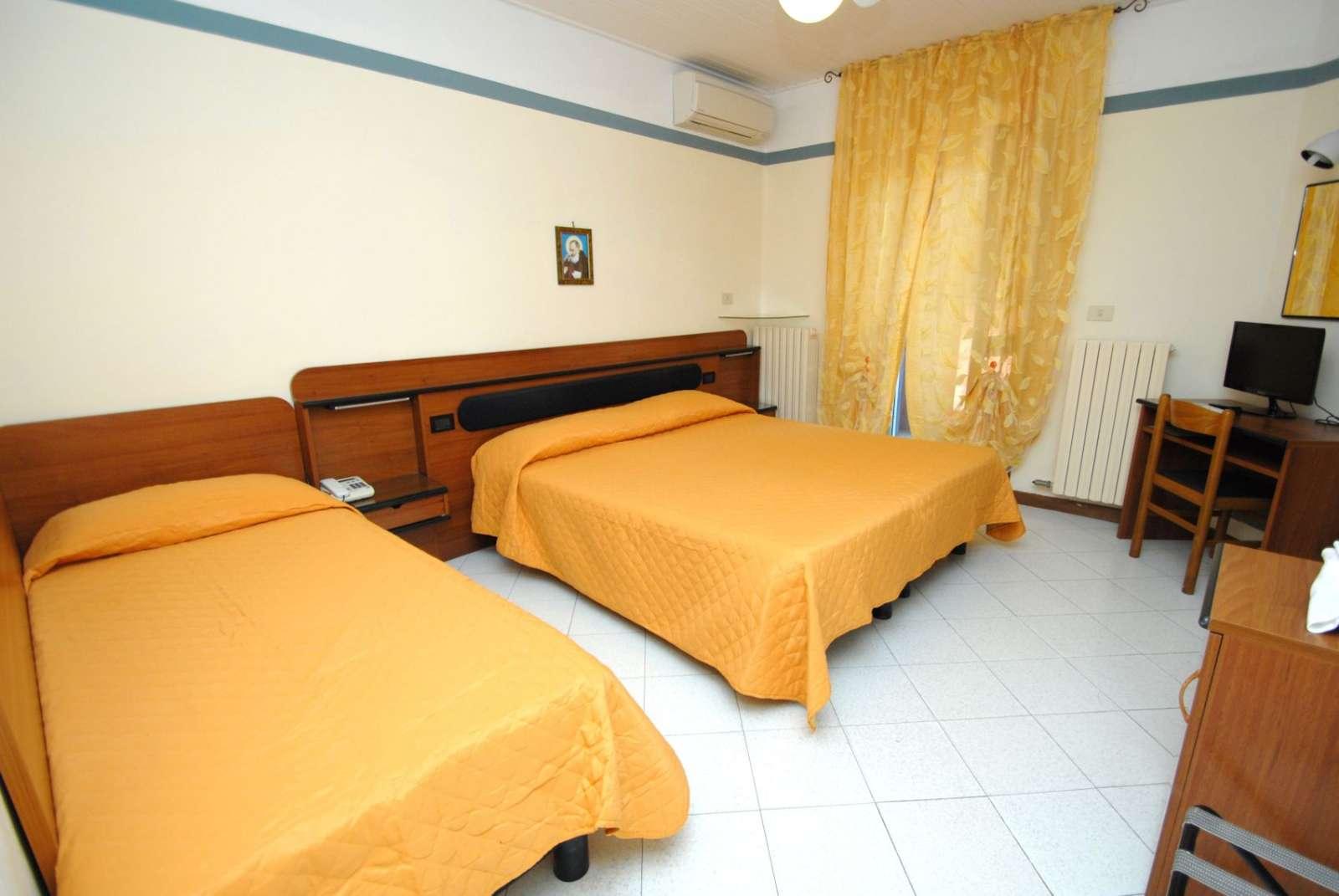 Dreibettzimmer an der Rezeption