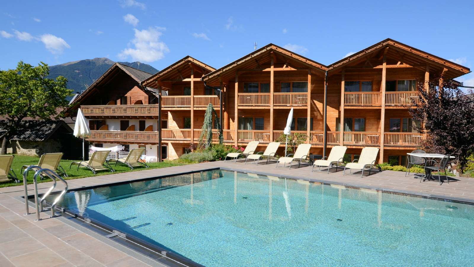 Das Swimmingpool im benachbarten Hotel Gasserhof