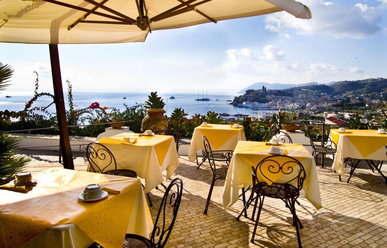 Morgenmad på terrassen