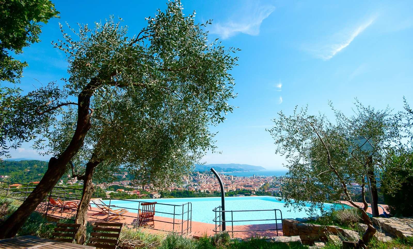Piscine avec vue sur La Spezia