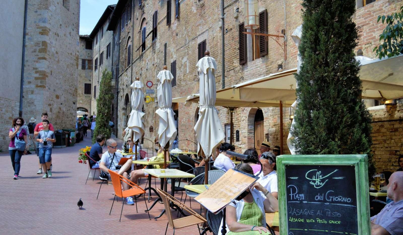 San Gimignano bugner af caféer