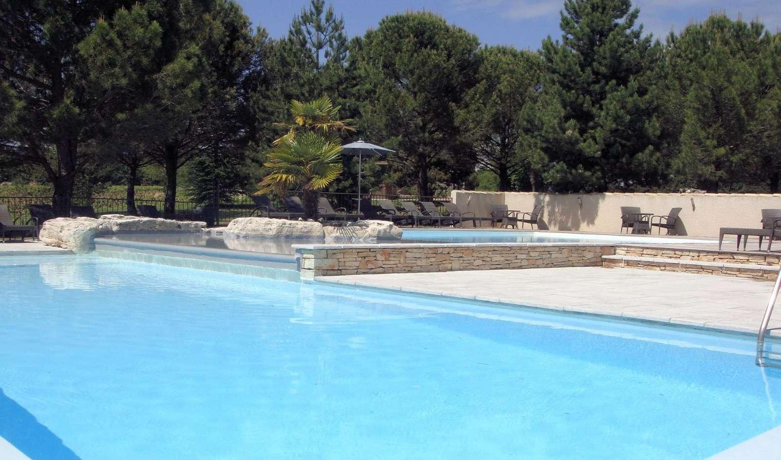 Pool på Hotel Mas du Terme