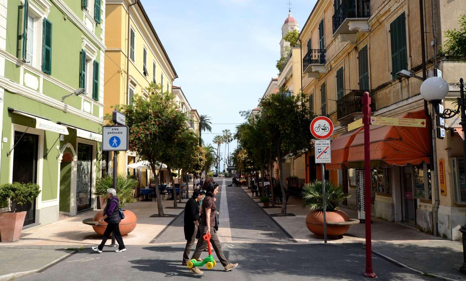 Den hyggelige gågade i Diano Marina