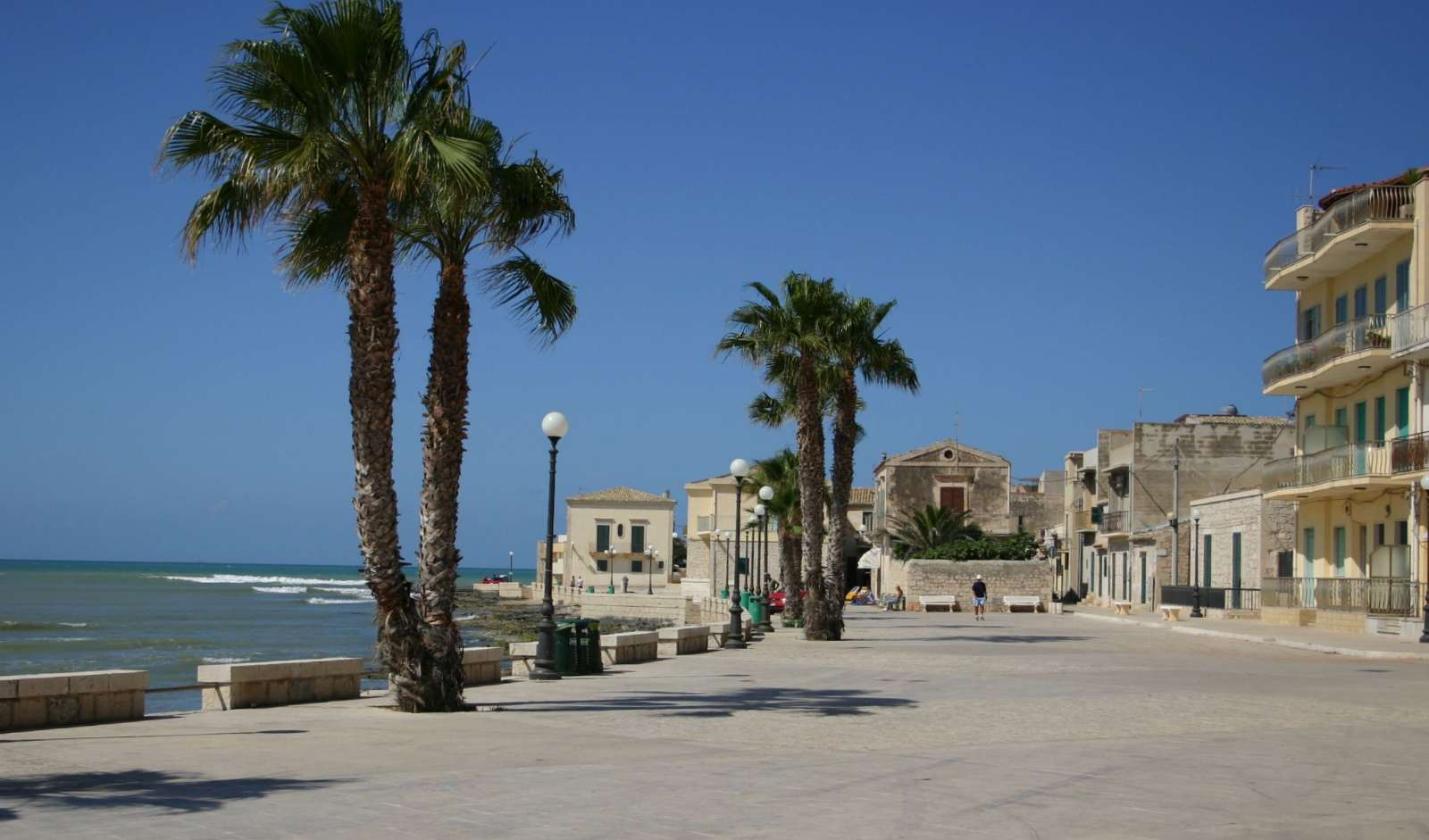 The small square next to the beach in Sampieri