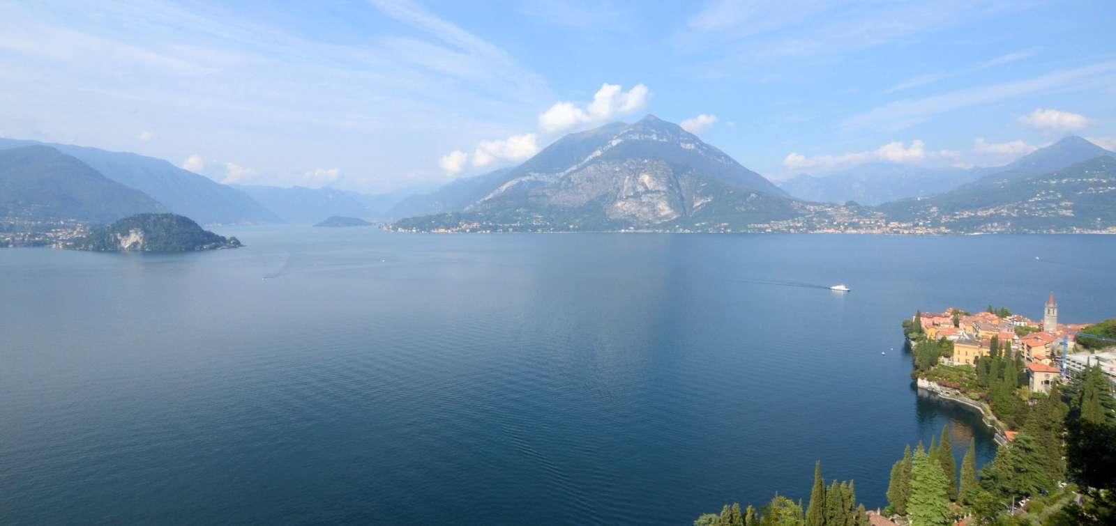 Comosøens dramatiske landskab og indbydende landsbyer
