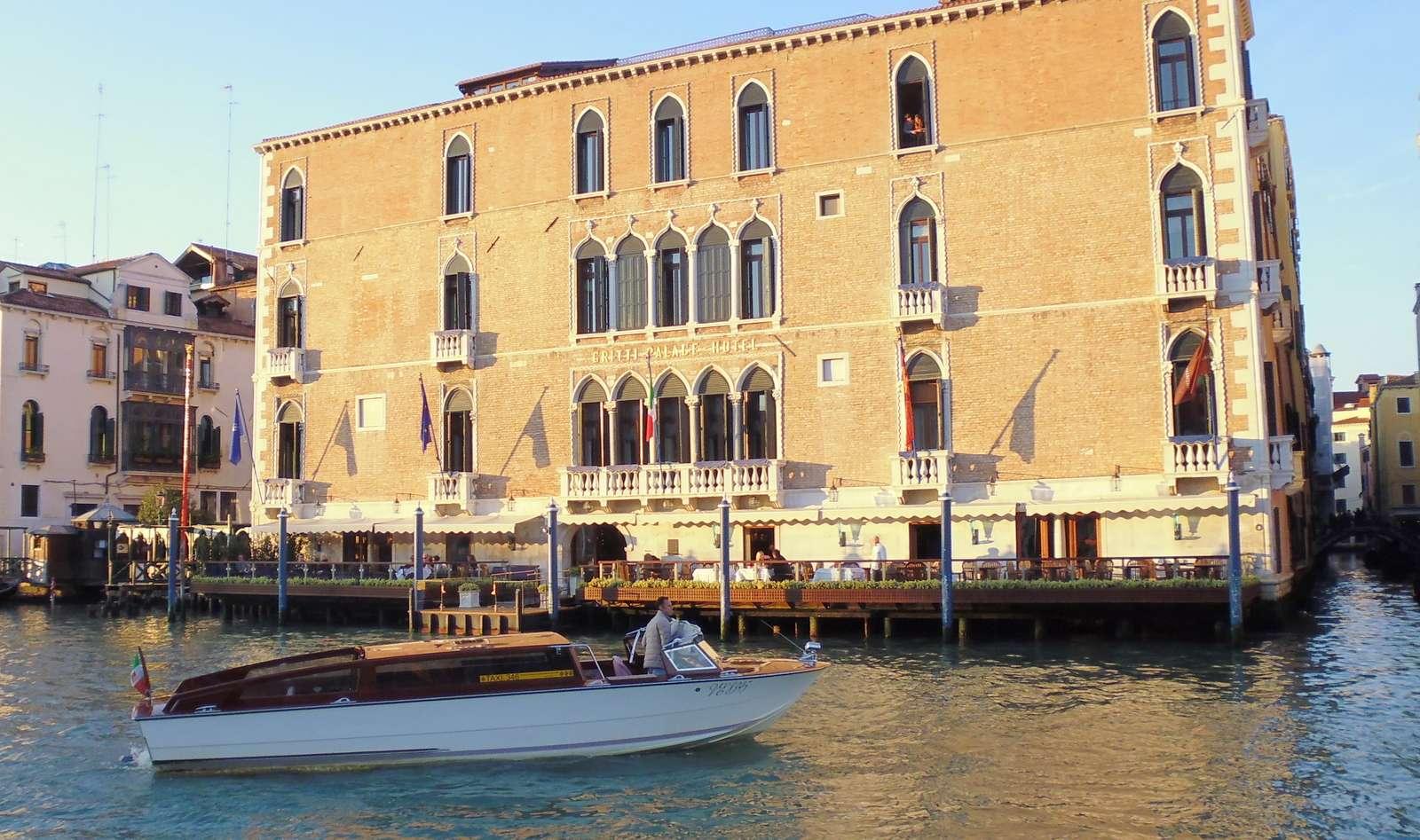 Les bateaux-taxis, confortables mais très chers