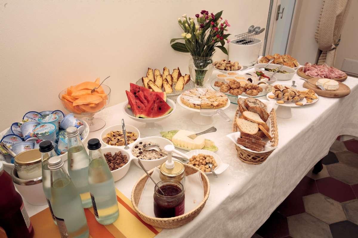 Morgenmadsbuffet, som den kan se ud på B&B Fior di Farine