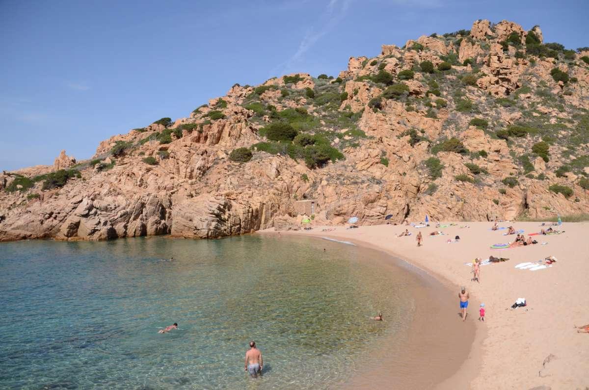 Stranden Li Cossi vid Costa Paradiso