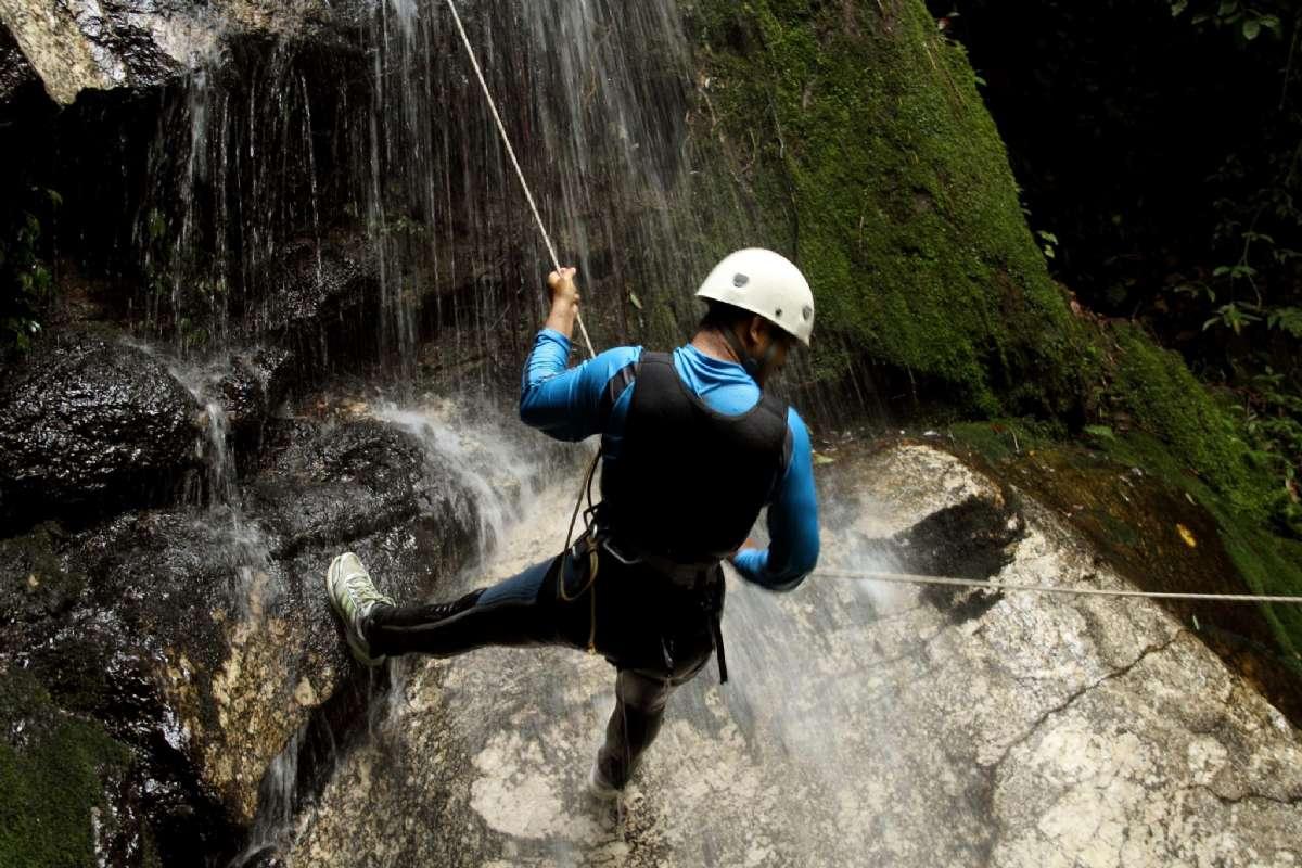 Flere steder i Italia kan dere klatre i spektakulære klippesider - med rett utstyr og veiledning