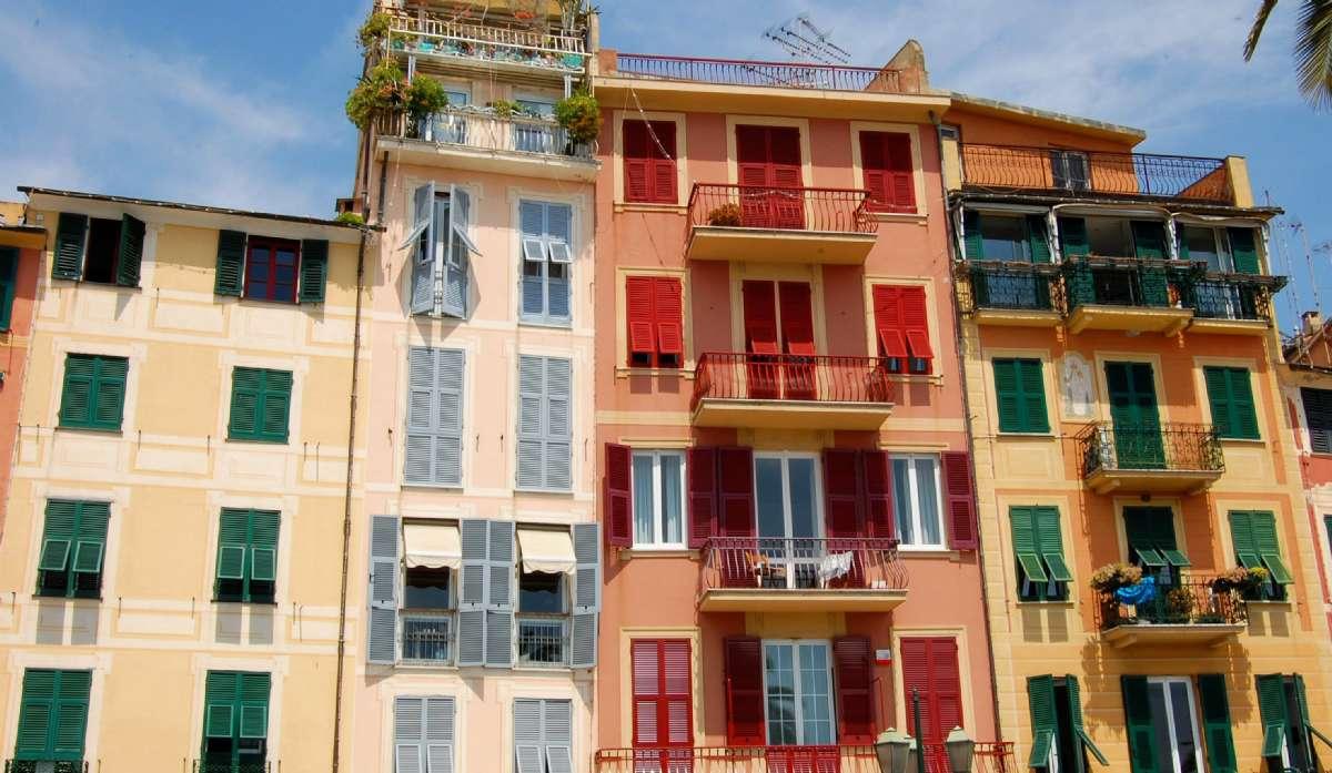 Klassiske riviera-pastelfarver i Santa Margherita Ligure